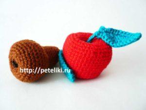 вязаные крючком яблоко и груша амигуруми