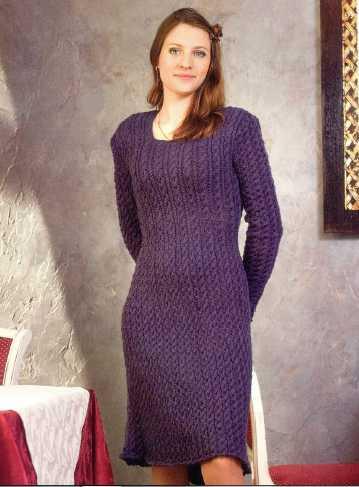 Платье с длинным рукавом вязаное спицами