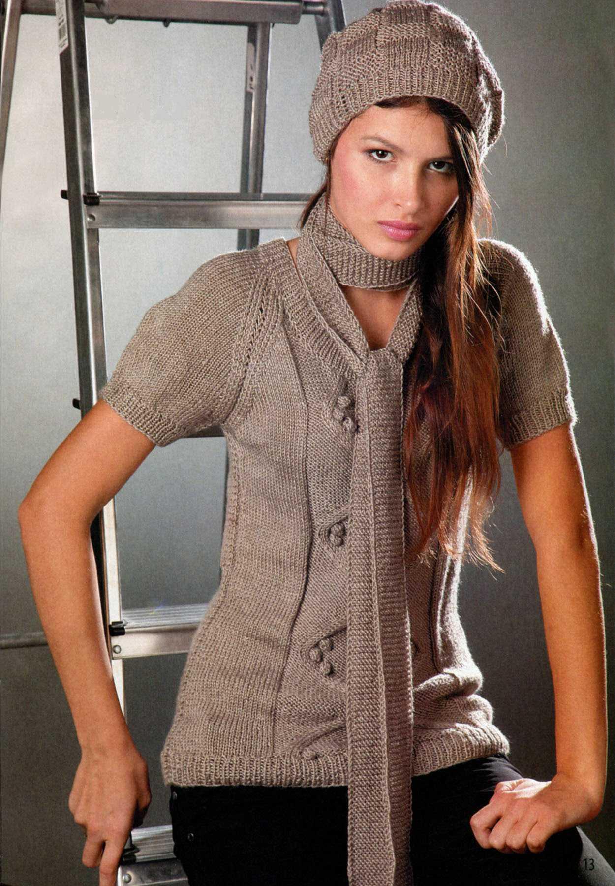 Пуловер, шапка и шарфик вязаные спицами