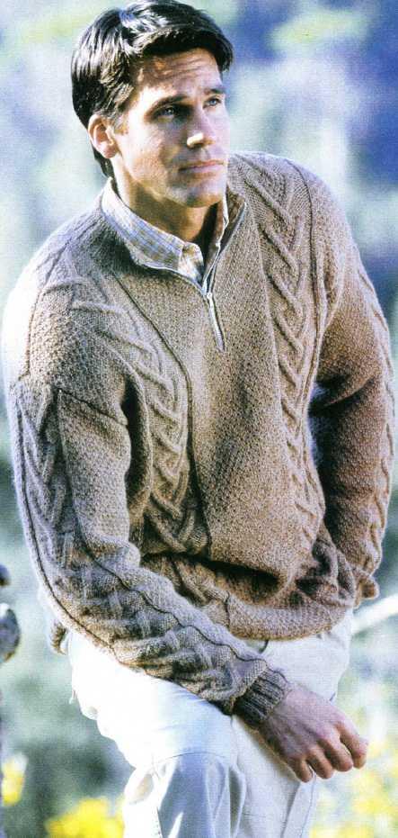 Мужской пуловер с узором из кос вязаный спицами