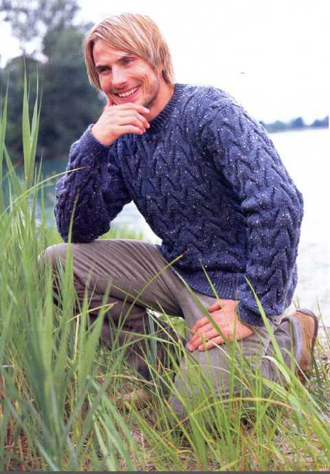 Мужской пуловер вязаный спицами из меланжевой пряжи
