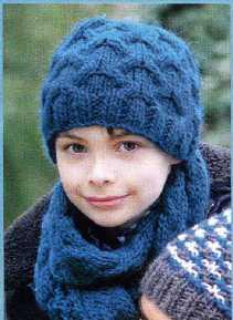 Шапка с шарфом для мальчика вязаная спицами
