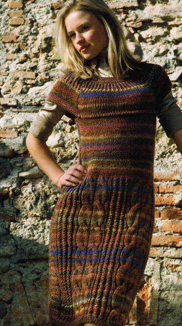 Платье из секционной пряжи вязаное спицами