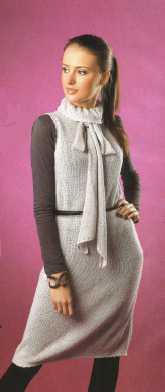 Платье с бантом вязаное спицами