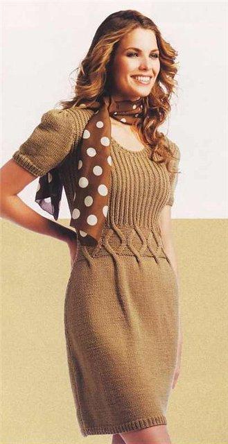 Элегантное платье вязаное спицами