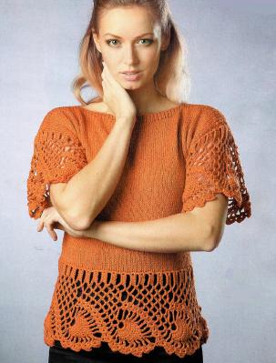 Пуловер с ажурной каймой вязаный спицами и крючком