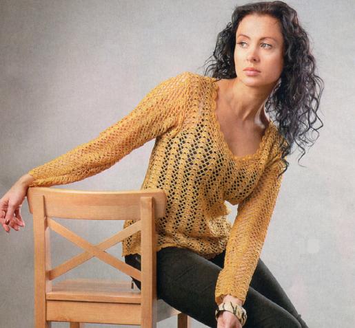 Пуловер золотистого цвета вязаный крючком
