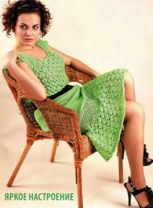 Летнее платье крючком ярко зелёного цвета