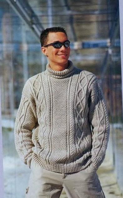 Мужской пуловер с ирландским узором вязаный спицами