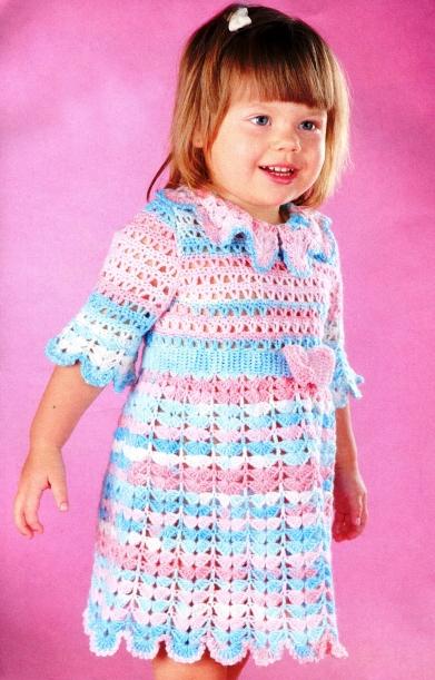 Платье для девочки вязаное крючком из меланжевой пряжи