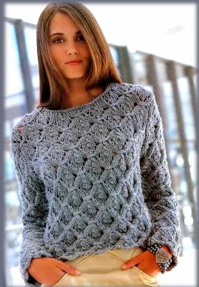Женский пуловер рельефным узором, вязаный спицами