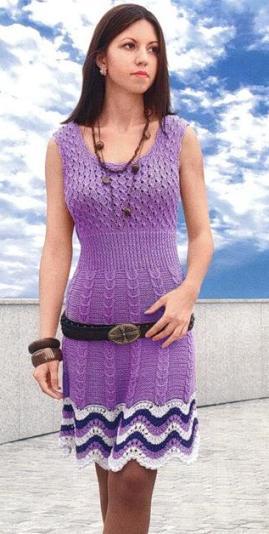 Фиолетовое платье вязаное спицами