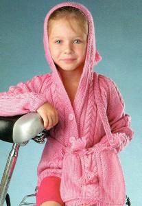 Кардиган для девочки с капюшоном вязаный спицами