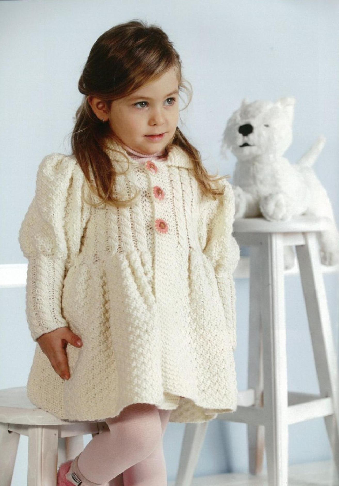 Пальто для девочки вязаное спицами