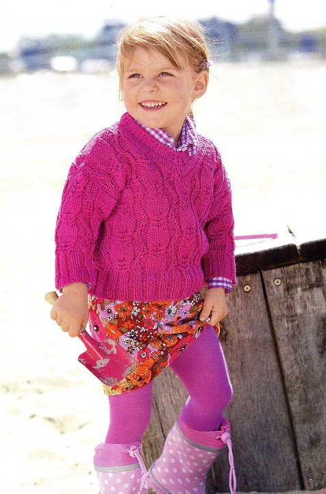 Розовый джемпер для девочки спицами