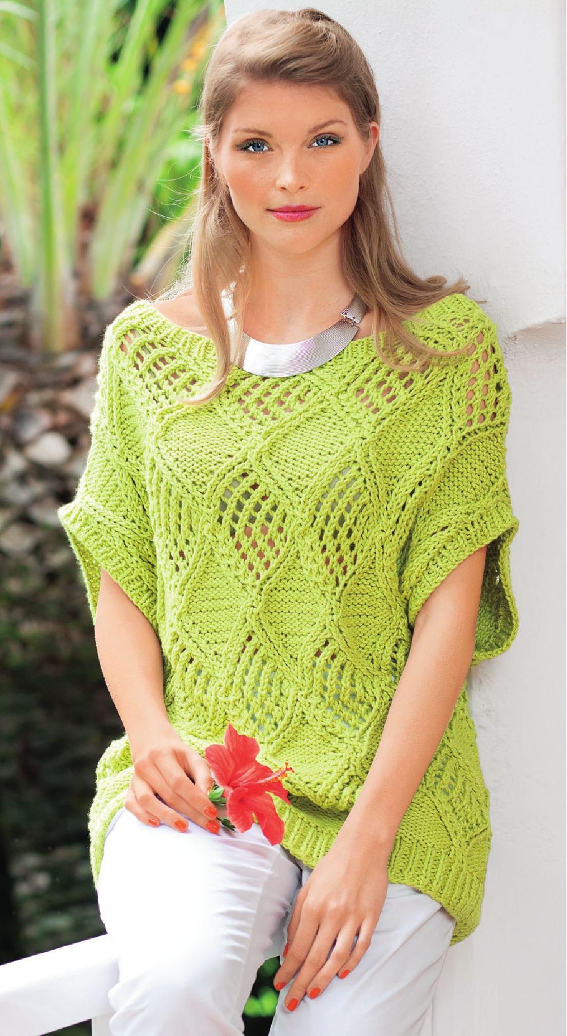 Пуловер с ажурными ромбами вязаный спицами