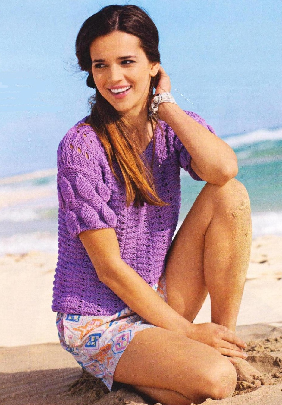 фиолетовый пуловер вязаный спицами