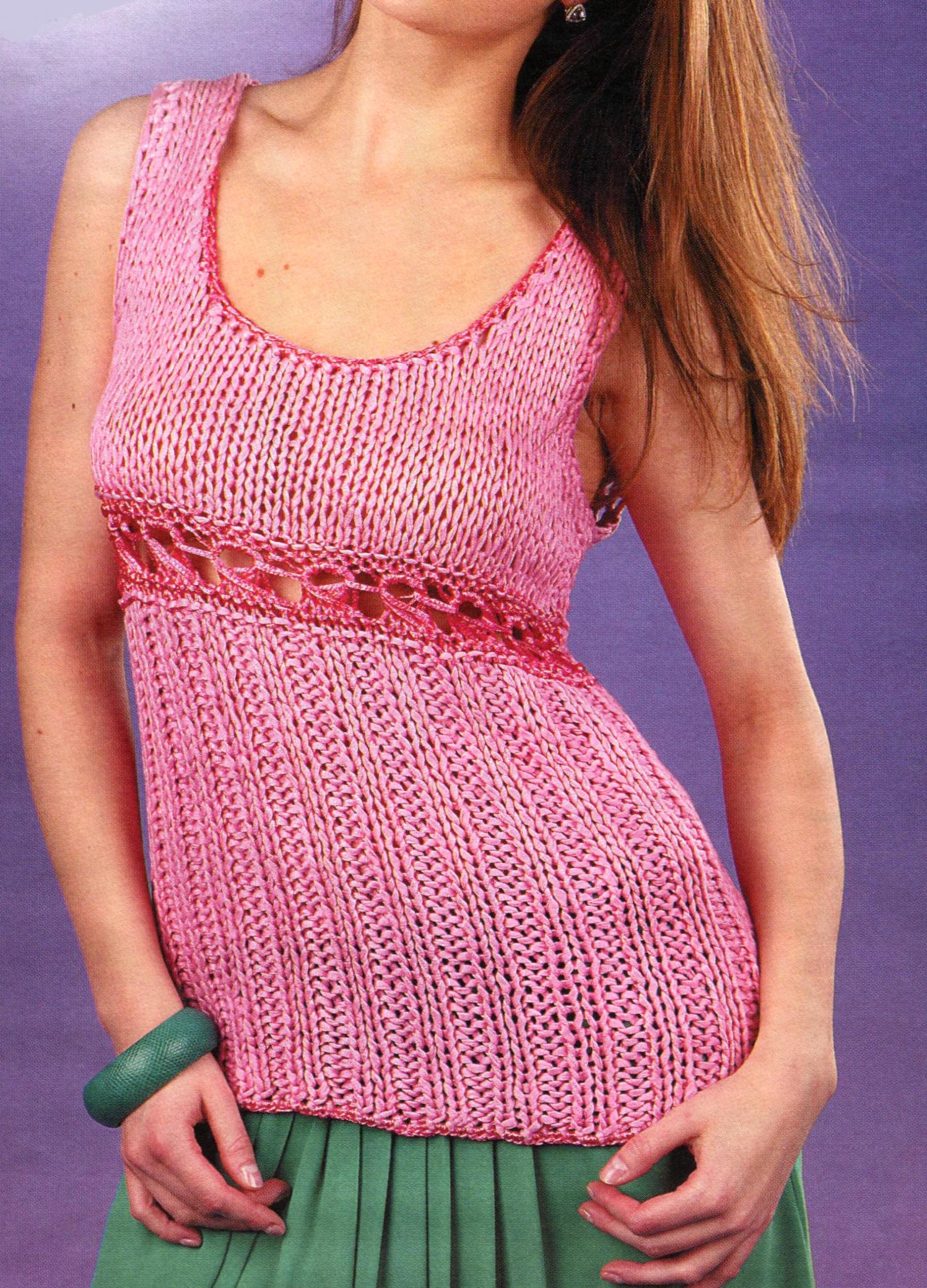 Розовый топ с ажурной вставкой вязаный спицами