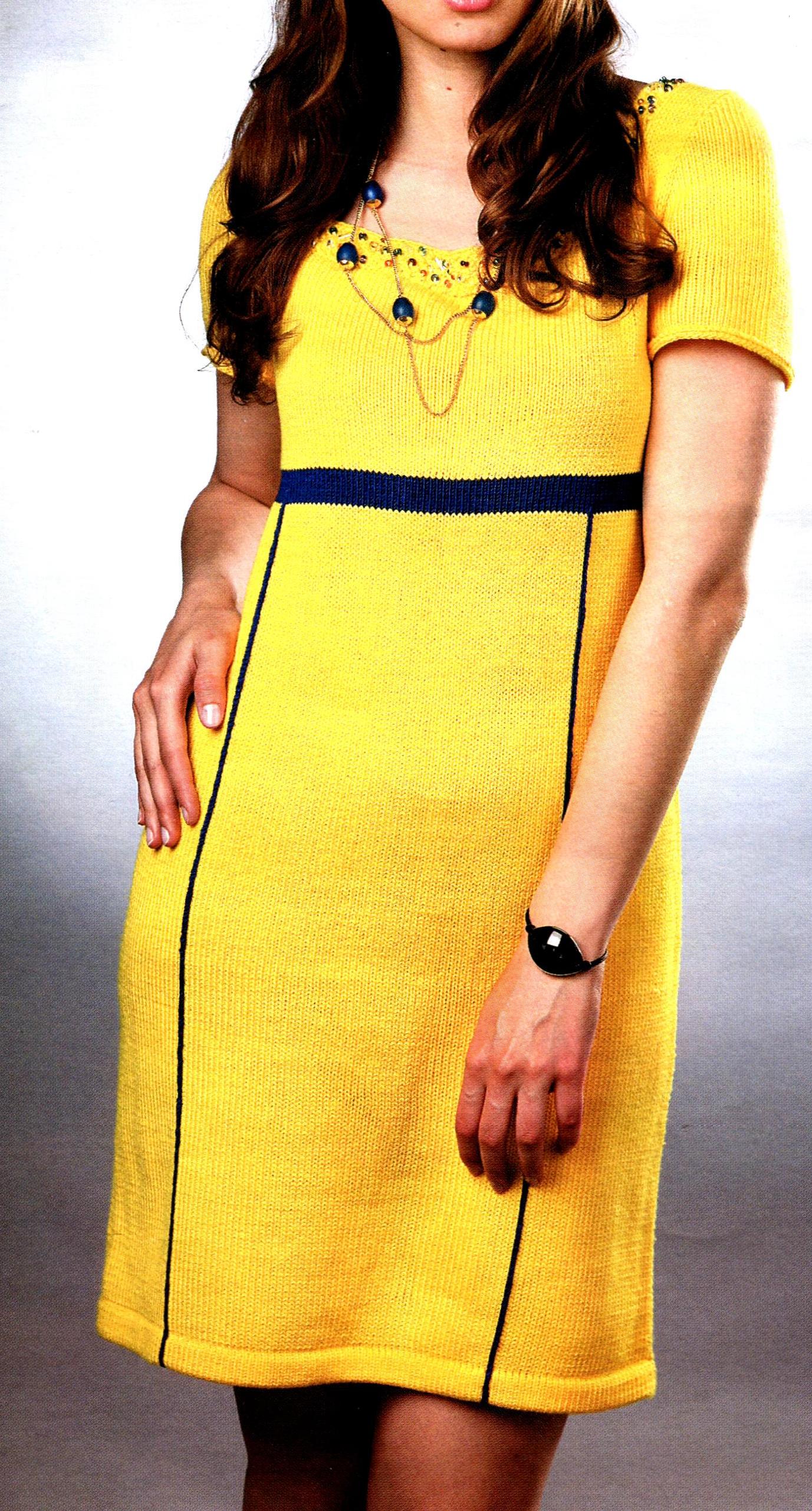 Жёлтое платье вязаное спицами