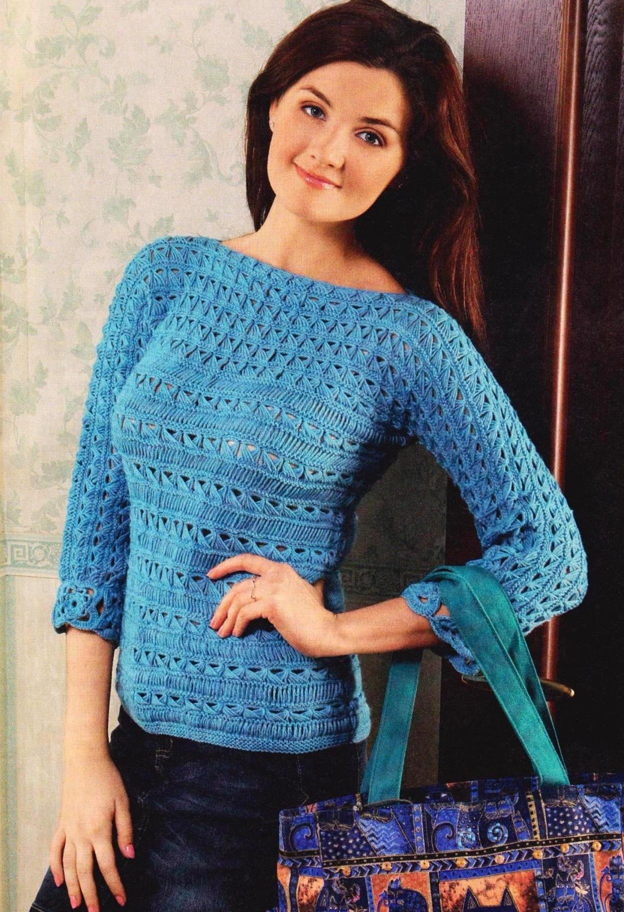 Синий пуловер вязаный спицами