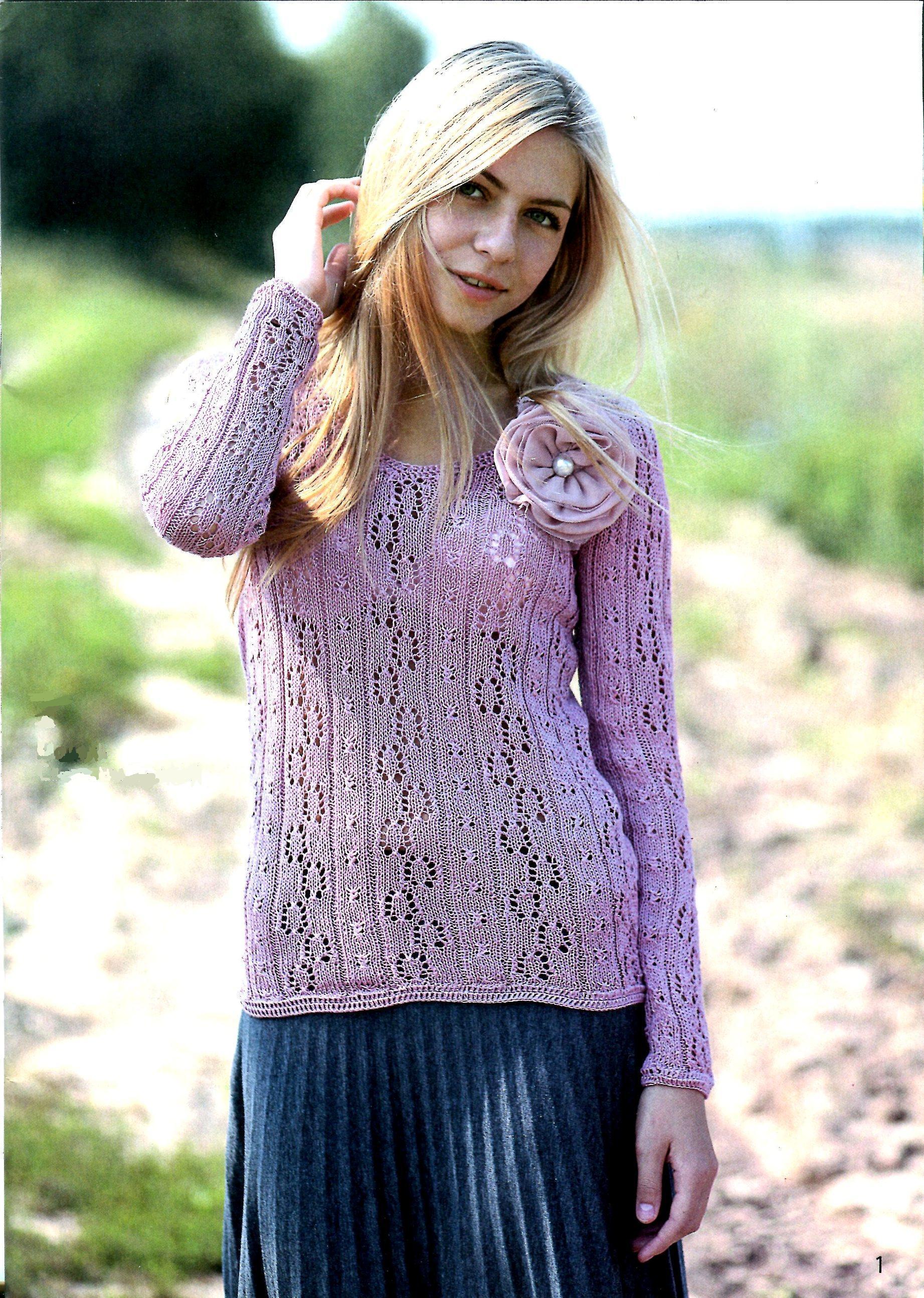 Пуловер с розой вязаный спицами