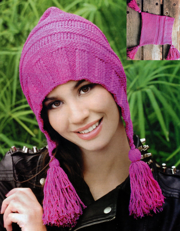 Молодежная шапка с кисточками вязаная спицами