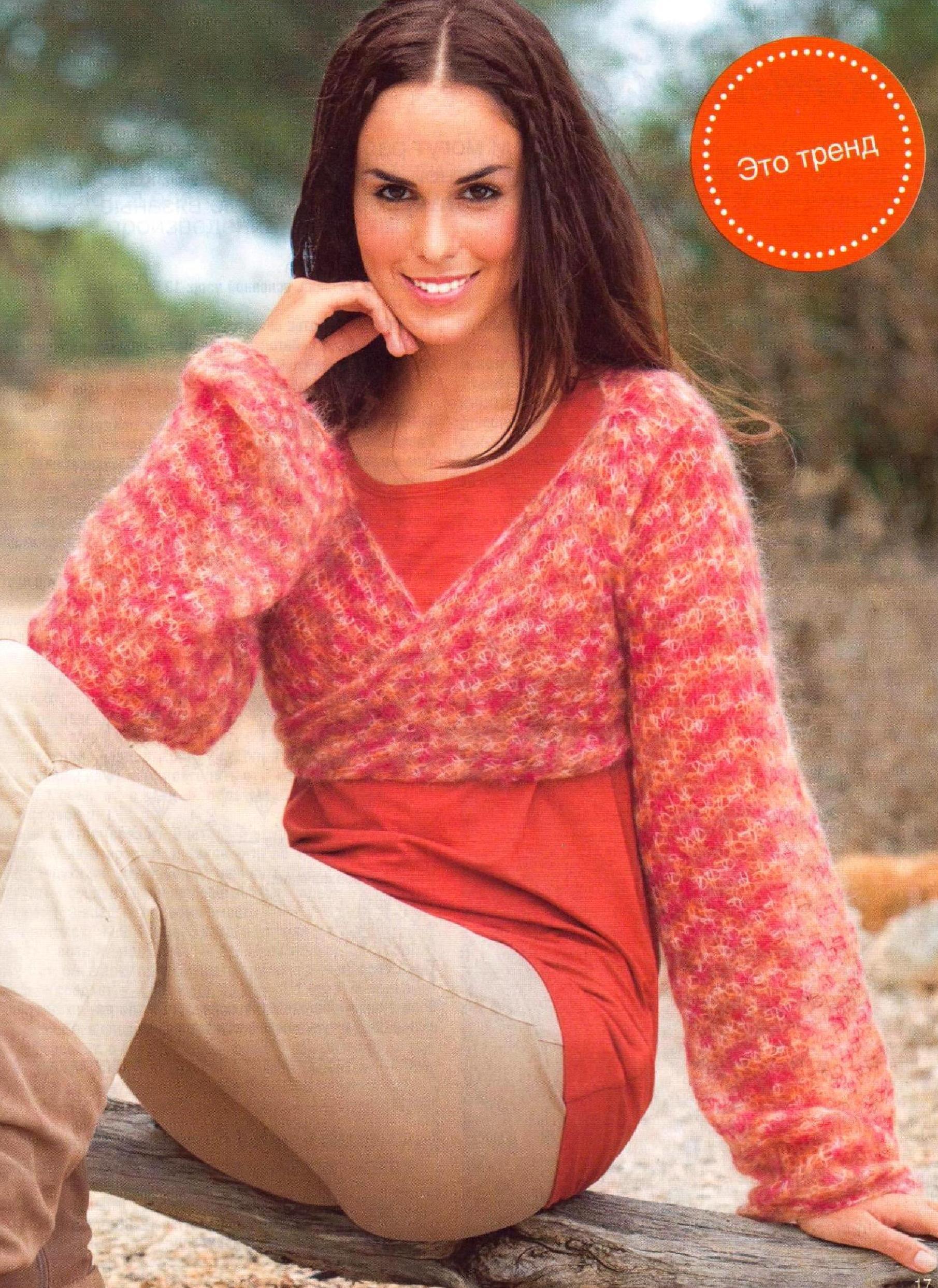Укороченный пуловер из мохера вязаный крючком