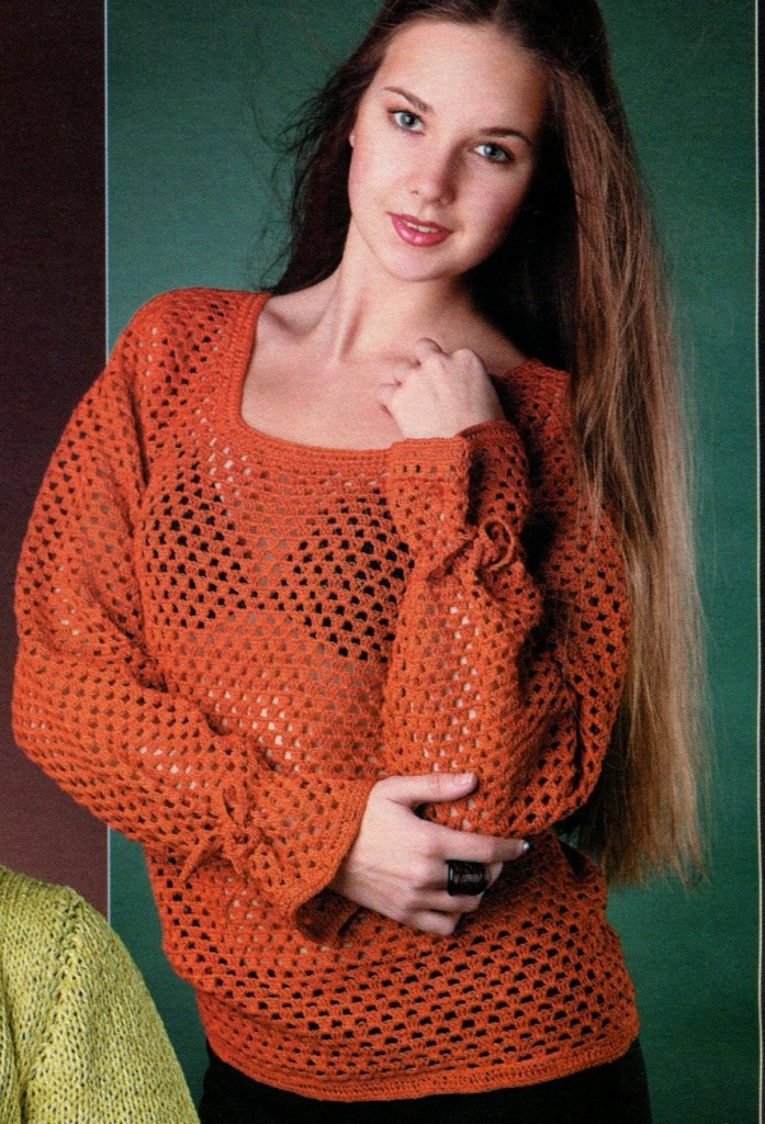 Ажурный пуловер вязаный крючком