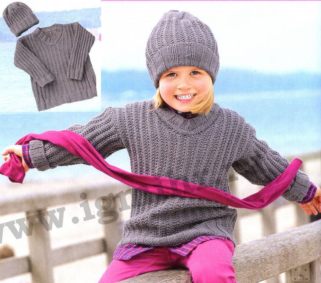 Детский комплект из пуловера и шапочки вязаный спицами