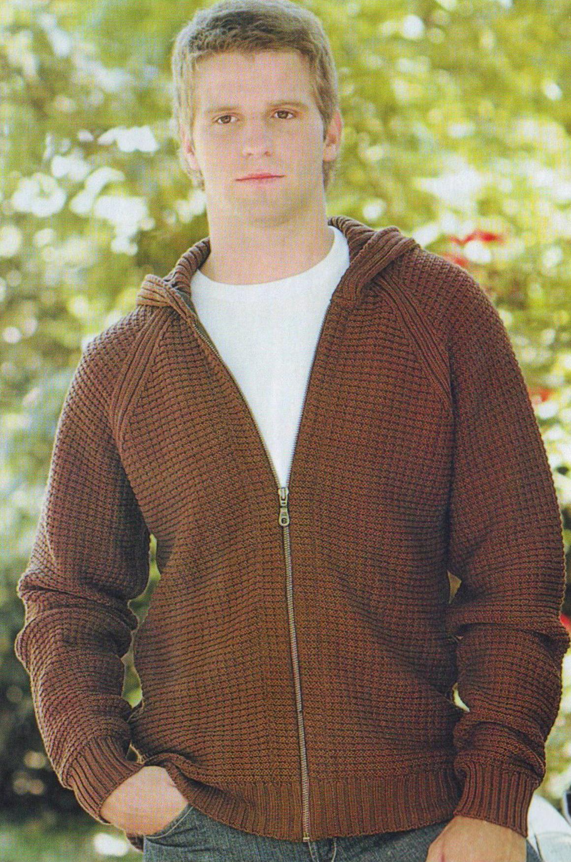 Мужская спортивная куртка с капюшоном вязаная спицами
