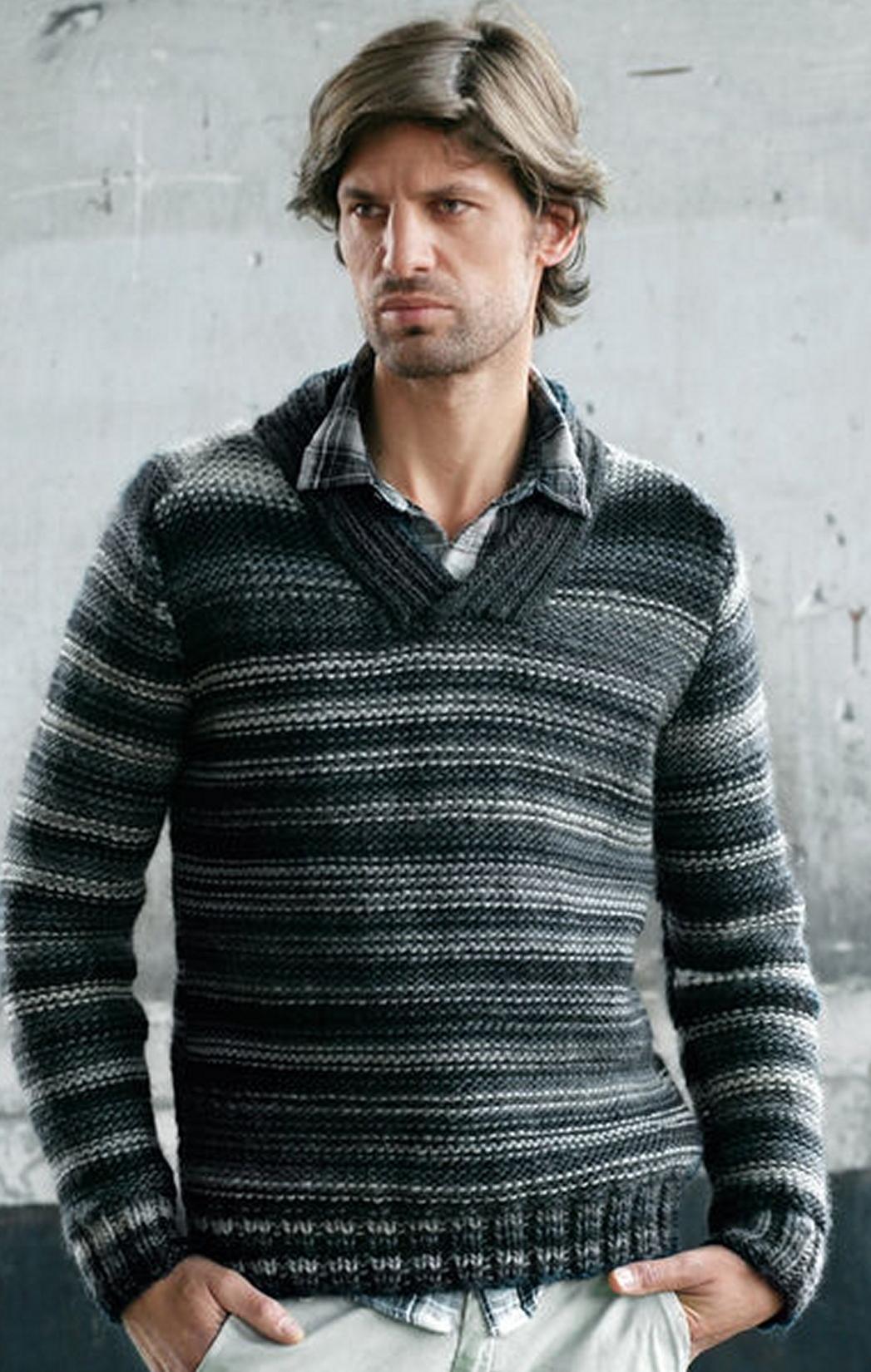 Мужской пуловер из меланжевой пряжи вязаный спицами