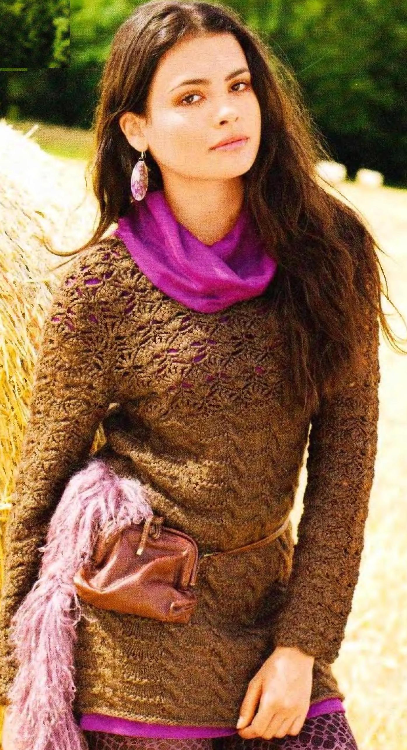 Пуловер вязаный спицами с ажурной кокеткой вязаной крючком