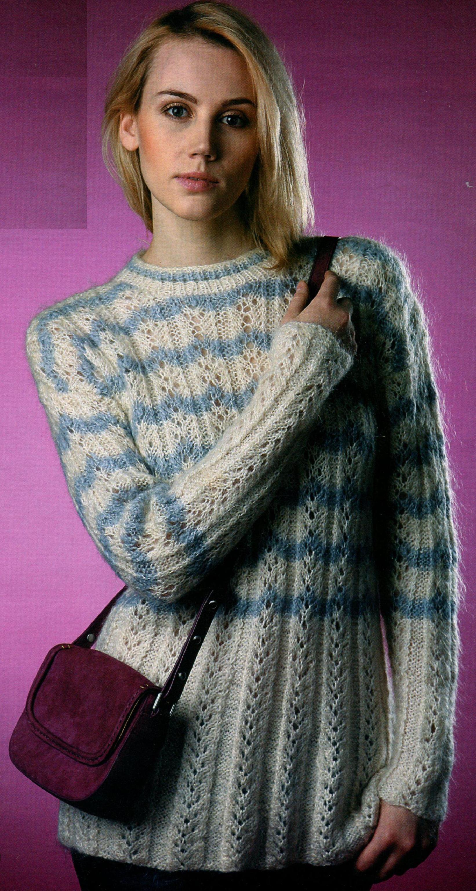 Пуловер с ажурными полосками из мохера вязаный спицами