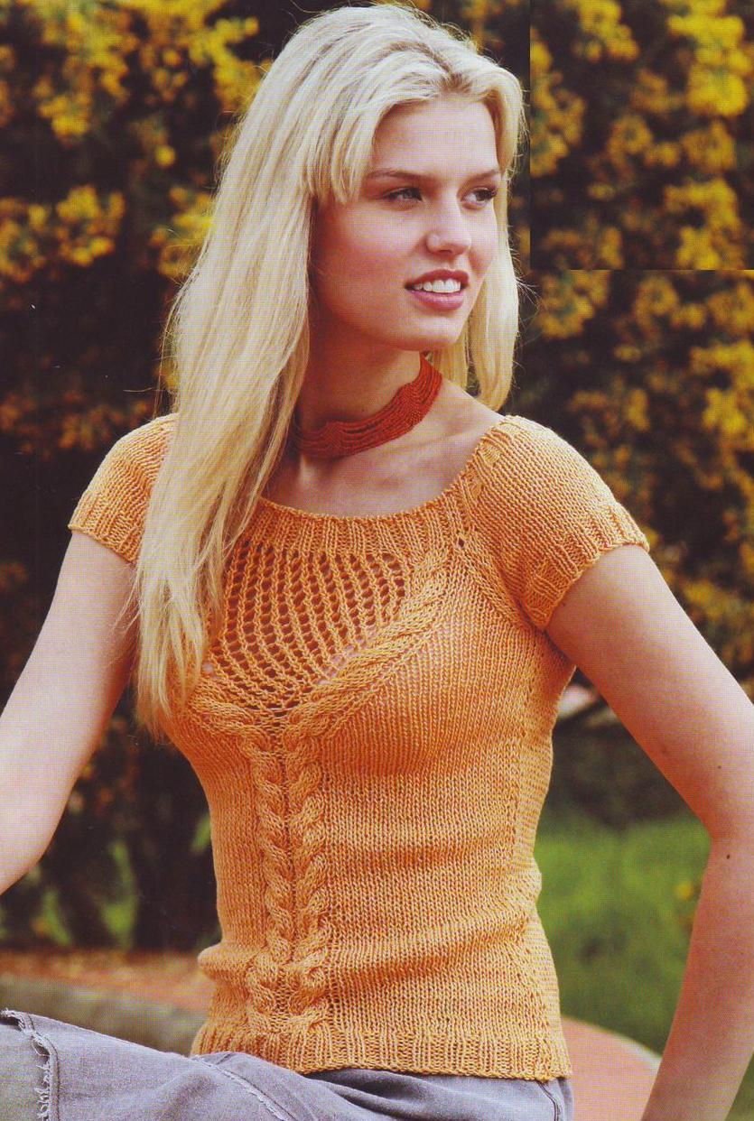 Оранжевый пуловер с короткими рукавами вязаный спицами
