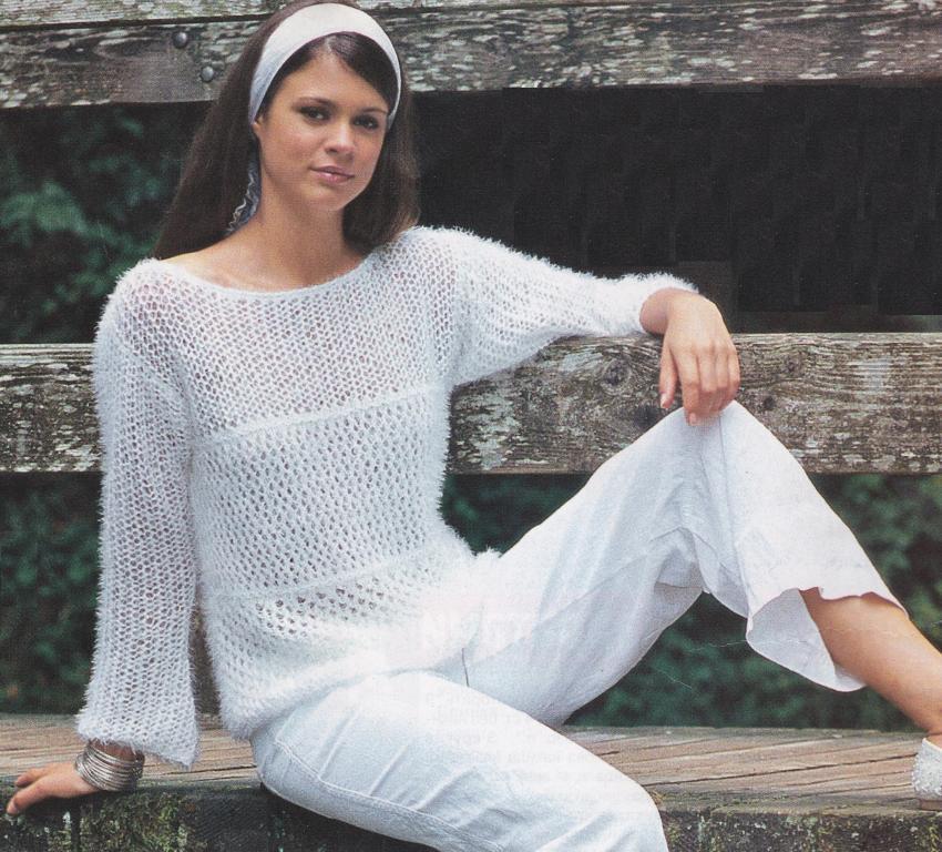 6b89be0c3e5 При вязании этого пуловера используется три вида ажурных сетчатых узоров