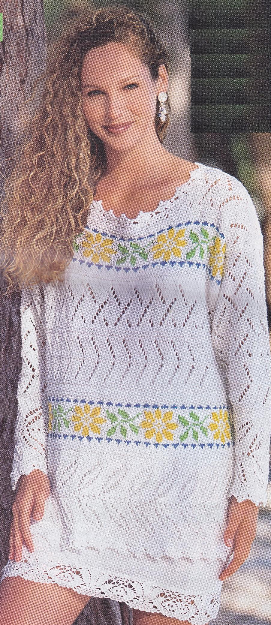 Пуловер с цветочными полосками вязаный спицами