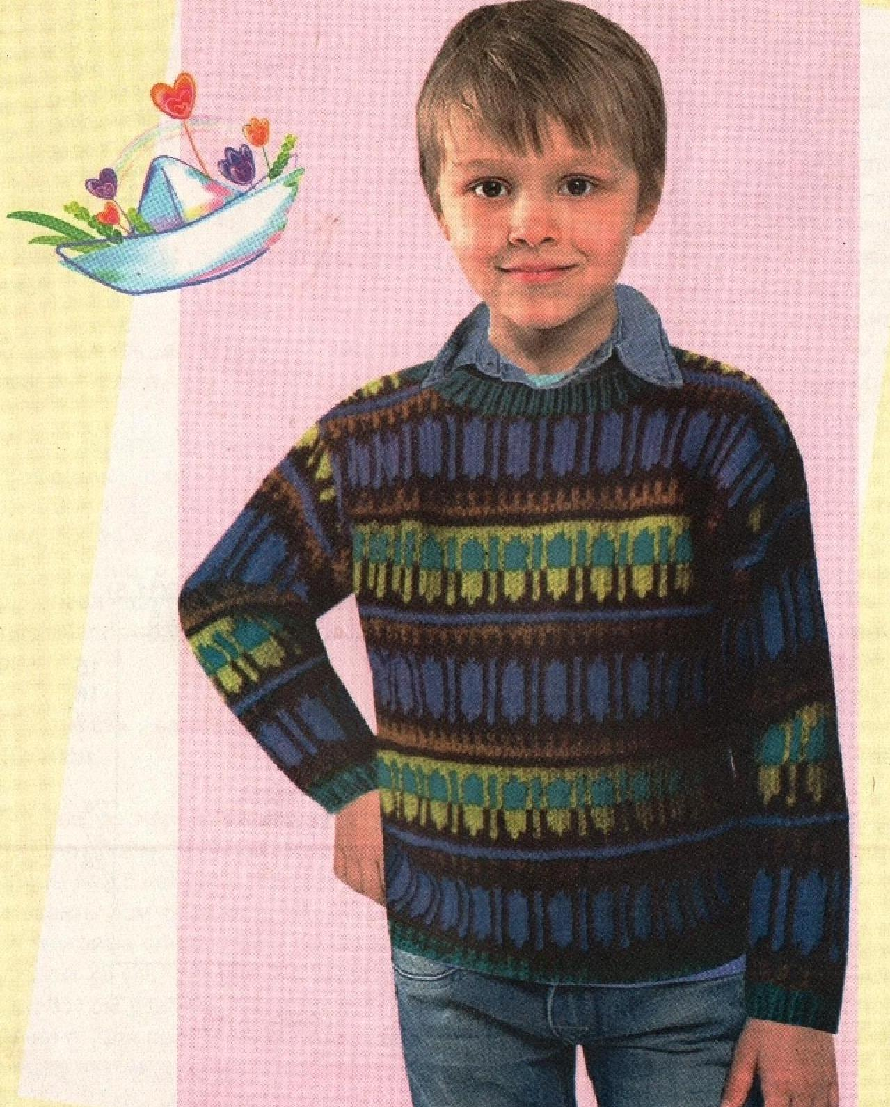 Свитер с жаккардовыми узорами на мальчика вязаный спицами