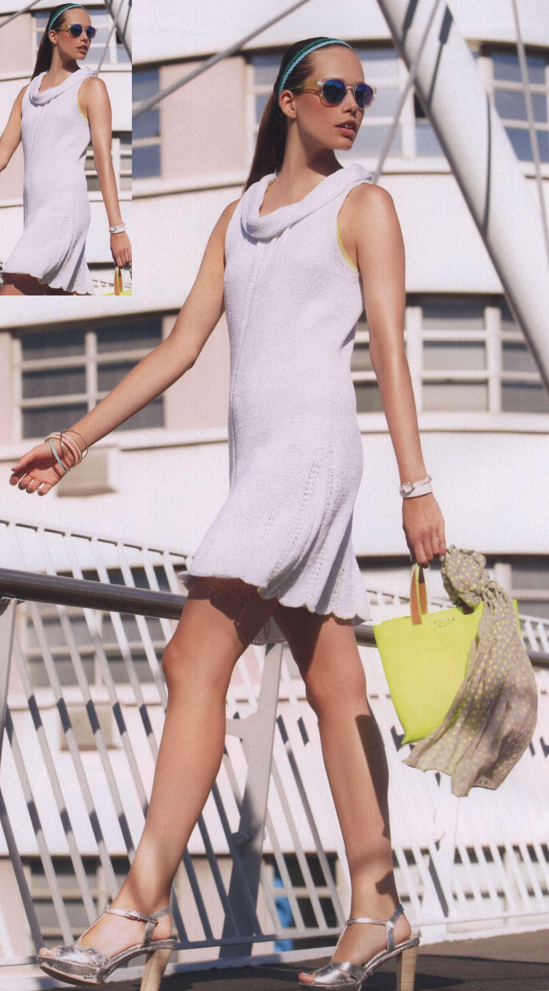 Вязаное спицами расклешенное платье