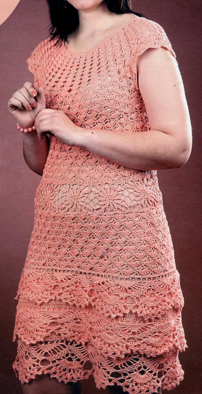Персиковое платье вязаное крючком