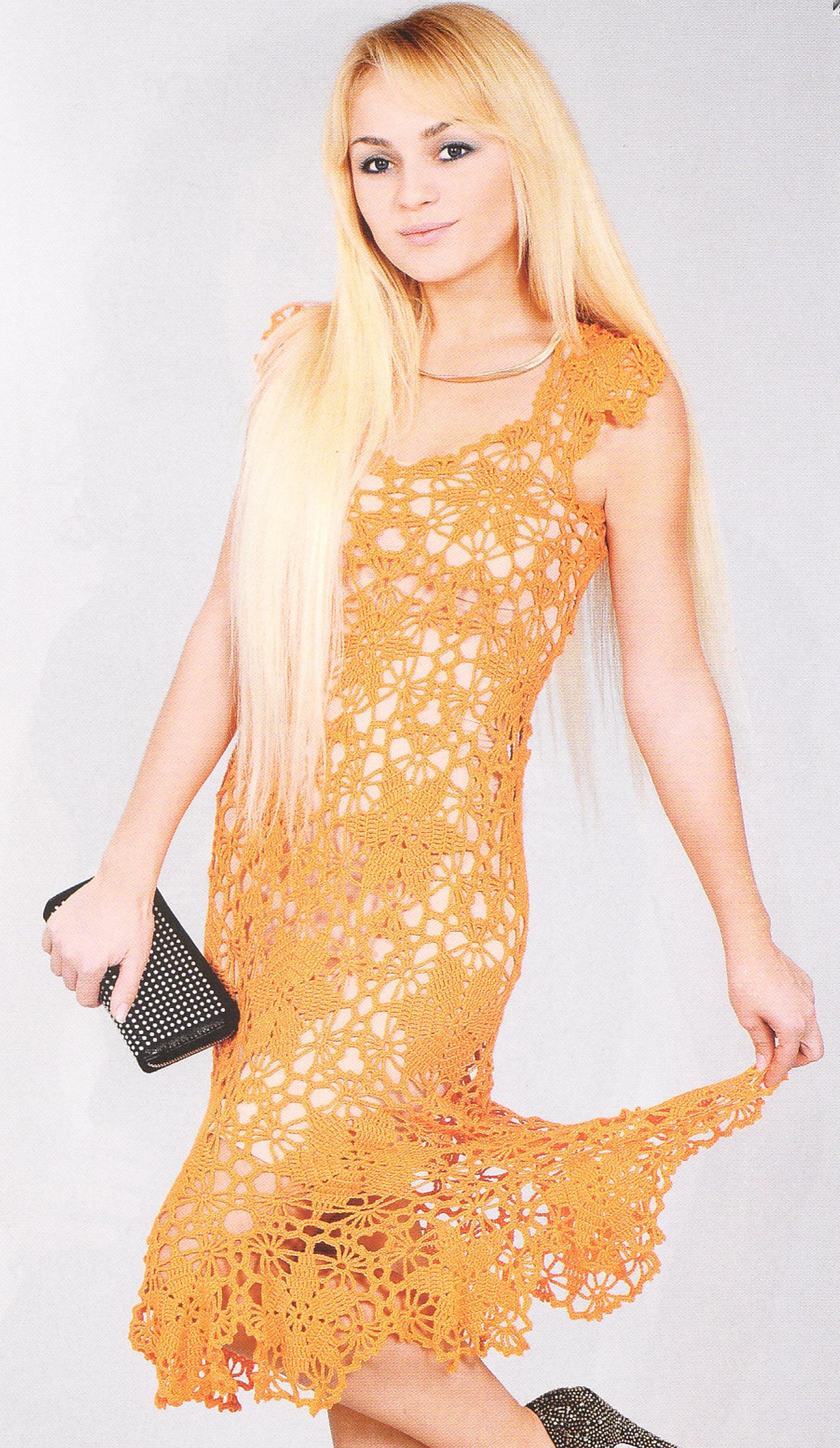 Платье из мотивов вязаное крючком