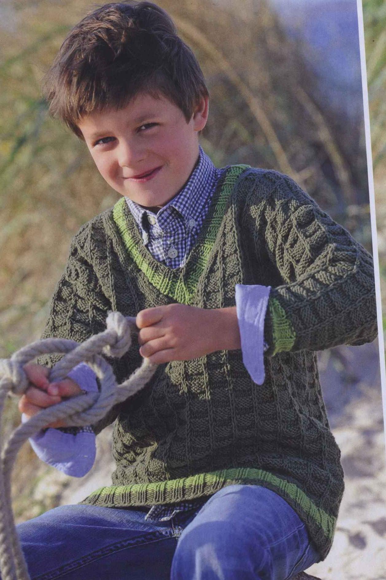Свитер в зеленых тонах на мальчика вязаный спицами