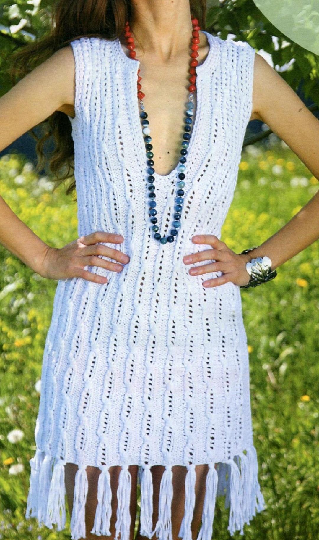 Платье с бахромой вязаное спицами