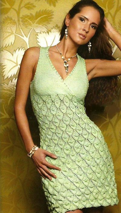салатовое-вязаное-платье-спицами