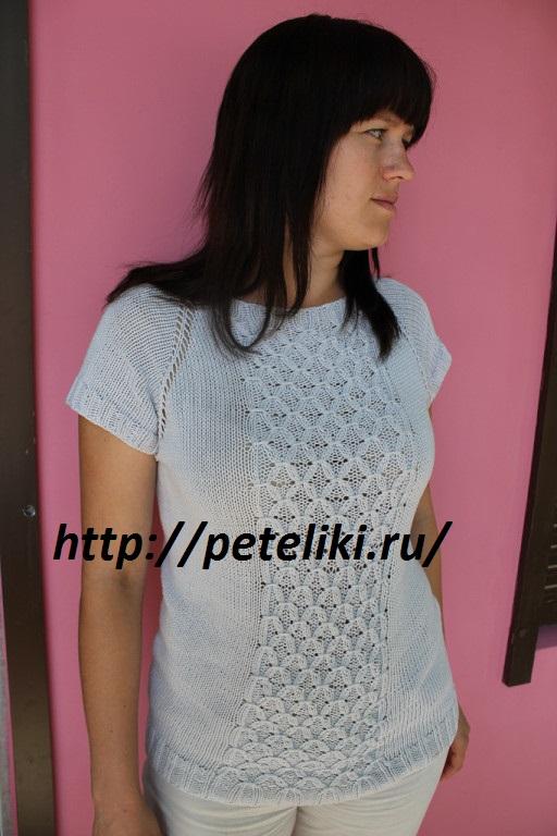 Летний пуловер спицами с узором вафли;