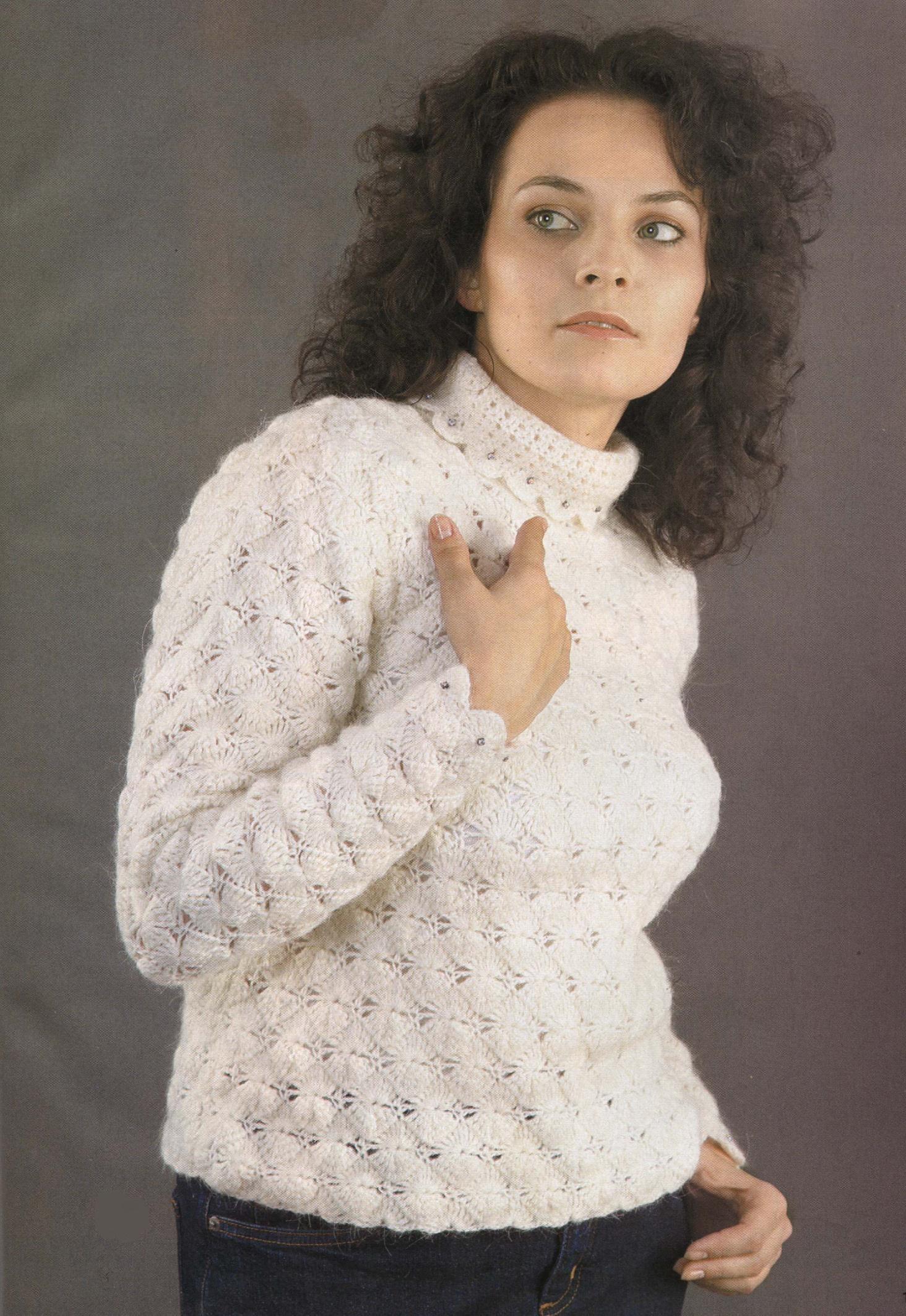 Белый свитер вязаный крючком
