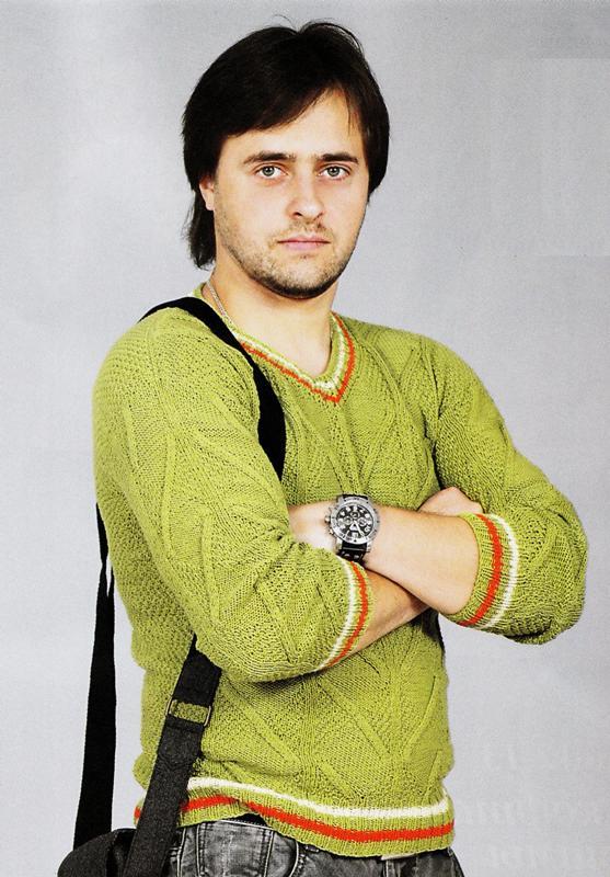 Мужской пуловер с отделочными полосками