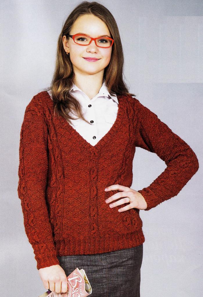 Пуловер красно-коричневого цвета