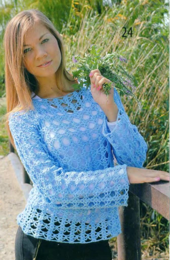 Голубой пуловер вязаный крючком