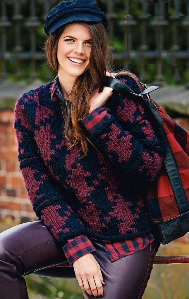 Двухцветный пуловер с крупным узором