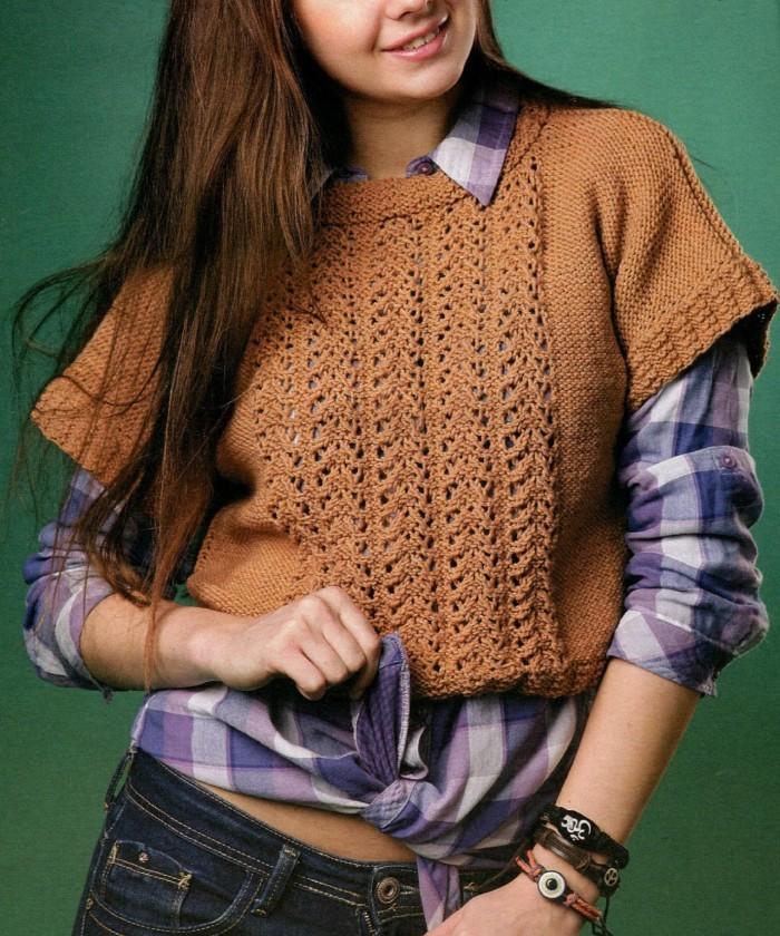 Короткий пуловер вязаный спицами